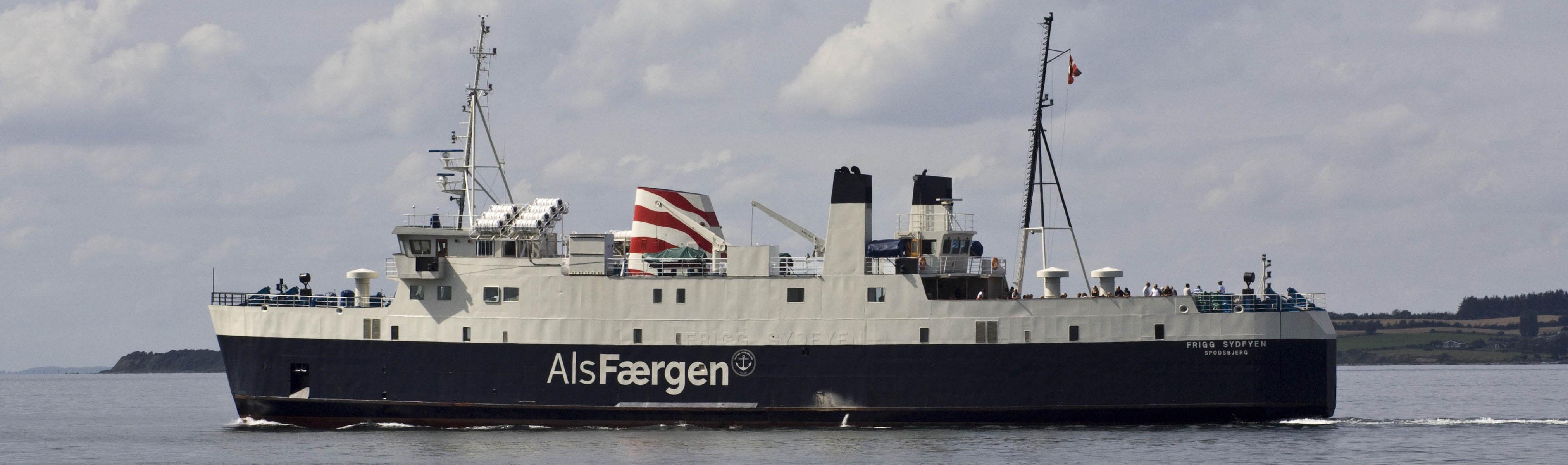 Frigg Sydfyen ved Bøjden Havn på vej mod Fynshav