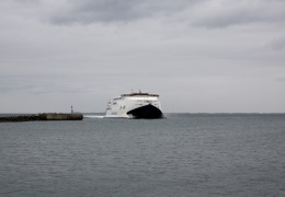 Max Mols ankommer til Odden færgehavn 7 maj 2010