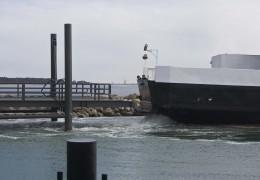 Nakkehage som ankommer til det nye havneleje i Rørvig, hvor også Isefjord skal ligge til 6. april 2013